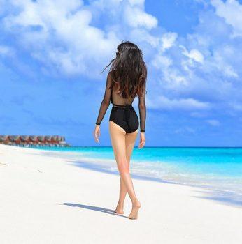 ชุดว่ายน้ำวันพีชสีดำแขนยาวแต่งผ้าตาข่าย