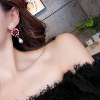 ต่างหูแฟชั่นเกาหลีก้านเงิน S925 ไข่มุกห้อยหัวใจล้อมพลอยสีแดงนักร้องเกาหลีชอบใส่