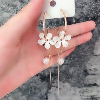 ต่างหูแฟชั่นเกาหลีอะไหล่ทองแต่งห่วงห้อยดอกไม้สีขาวปลายแต่งดาวกับไข่มุก