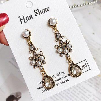 ต่างหูแฟชั่นเกาหลีก้านเงิน S925 อะไหล่ทองรมดำ Baroque earrings ประดับเพชรสลับไข่มุก