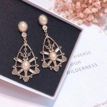 ต่างหูเกาหลีก้านเงิน S925 อะไหล่ทองรมดำ Baroque earrings ระย้าประดับไข่มุกสลับเพชร