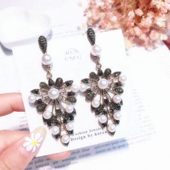 ต่างหูเกาหลีก้านเงิน S925 อะไหล่ทองรมดำ Baroque earrings ระย้าประดับคริสตัลดำสลับไข่มุก