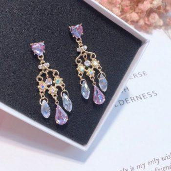 ต่างหูเกาหลีก้านเงิน S925 อะไหล่ทองระย้า Baroque earrings ประดับด้วยคริสตัลใสและม่วงมาพร้อมจี้เพชรแกว่ง