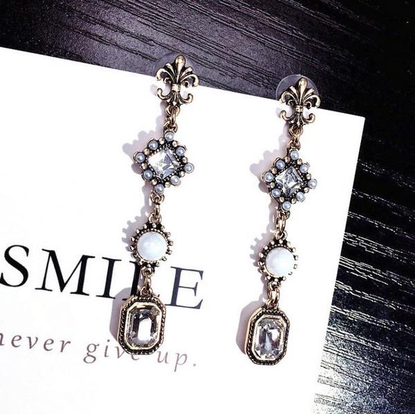 ต่างหูเกาหลีก้านเงิน S925 อะไหล่ทองรมดำ Baroque earrings ห้อยยาวประดับเพชรเม็ดใหญ่