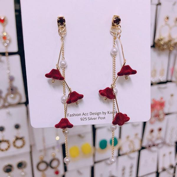 ต่างหูแฟชั่นเกาหลีก้านเงิน S925 อะไหล่ทองห้อยดอกไม้กำมะหยี่สีแดงเรียงกันทัดหลังห้อยระย้าโซ่ไข่มุก