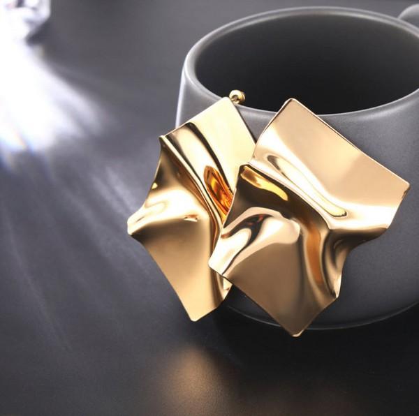 ต่างหูเกาหลีอะไหล่ทองทั้งตัวแต่งแป้นเหล็กทองทรงยับรุ่นนี้ดาราชอบใส่