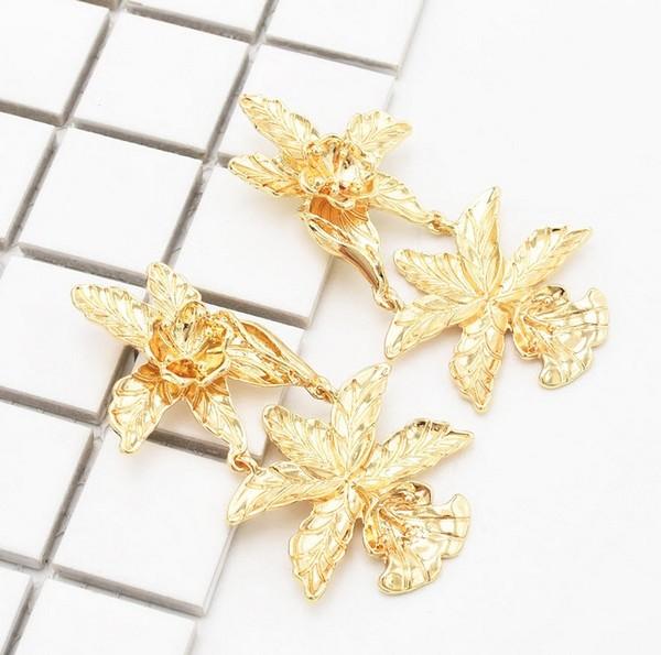 ต่างหูเกาหลีก้านเงิน S925 อะไหล่ทองห้อยดอกไม้สีทองซ้อนกันสองชั้น