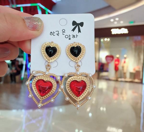 ต่างหูเกาหลีก้านเงิน S925 อะไหล่ทองห้อยหัวใจสีดำและสีแดงประดับไข่มุกล้อมสไตล์เรโทร