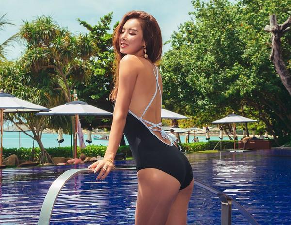 ชุดว่ายน้ำวันพีชสไตล์เกาหลีสีดำแถบดำ