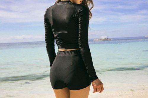 ชุดว่ายน้ำแขนยาวทูพีชแนวสปอร์ตเอวสูงเสื้อแต่งซิปสีดำล้วน