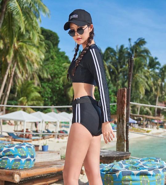 ชุดว่ายน้ำแขนยาวทูพีชเอวสูงสีดำแต่งแถบขาวด้านข้าง