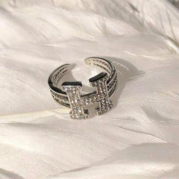 แหวนเพชรปรับไซส์ได้ อะไหล่เงินแต่งรูปตัว H ประดับเพชรเม็ดเล็กๆ