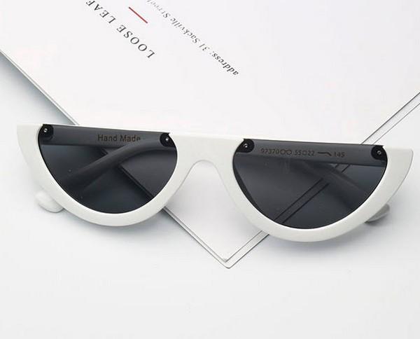 แว่นตากันแดดแฟชั่น Half Frame Cat eye White กรอบขาวผ่าครึ่งเลนส์ดำ