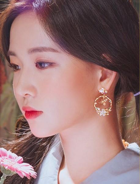 ต่างหูแฟชั่นเกาหลีก้านเงิน S925 อะไหล่ทองหมุดผีเสื้อประดับคริสตัลสีขาวแต่งทรงกลมพวงดอกไม้ประดับคริสตัลสีขาว น้ำเงิน ชมพู
