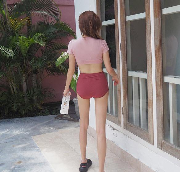 ชุดว่ายน้ำทูพีชสไตล์เกาหลีผ้าร่องเสื้อสีชมพูนู้ดกางเกงเอวสูงแดงอมส้ม