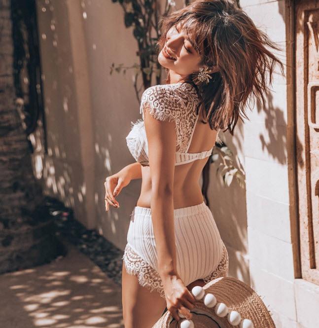 บิกินี่ทูพีชสีขาวผ้าลูกไม้สลับซีทรูลายถักสวยงามหรูหรากางเกงเอวสูง